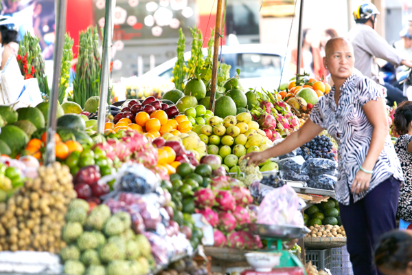 ベンタン市場の果物売り