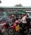 バイクに乗った人々